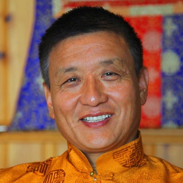 Tenzin Wangyal Rimpoche enseigne la méditation Bön tibétaine en occident